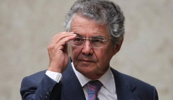 """""""Temos vários casos de pessoas vacinadas que depois pegaram a Covid"""", diz ministro"""